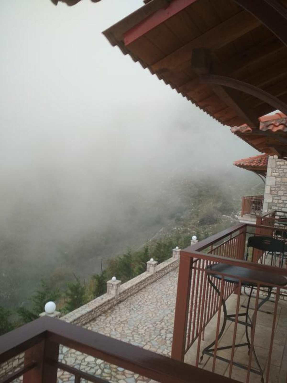 Θέα,  ξενοδοχείο Evola