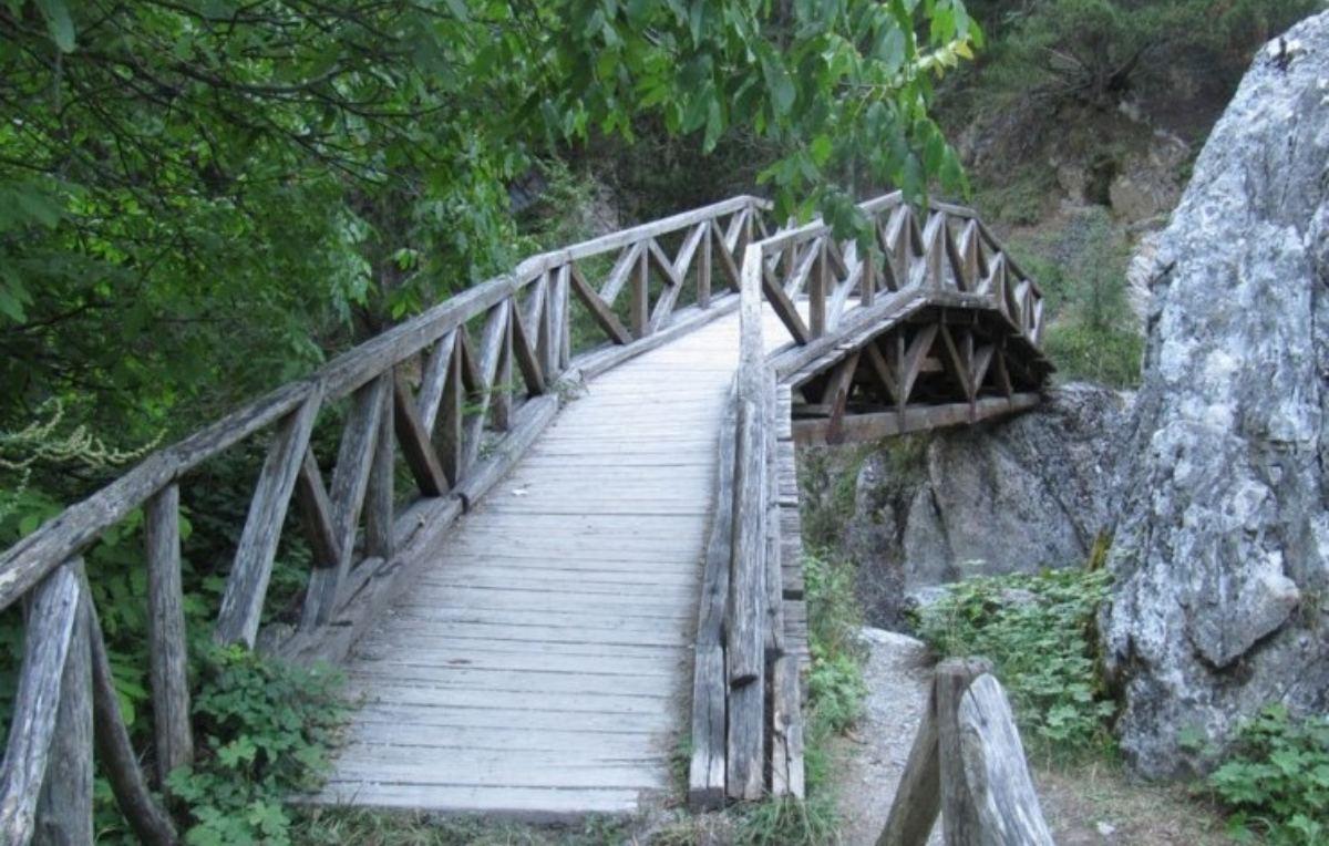 Ξύλινο γεφυράκι, φαράγγι Επινέα