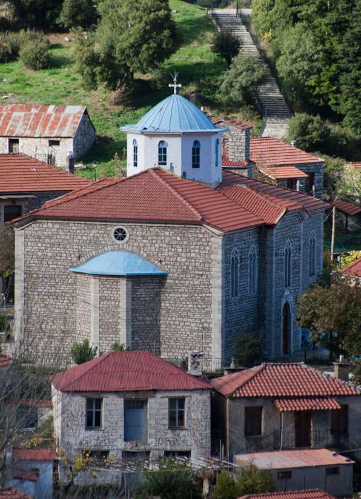 Η εκκλησία στο χωριό Φιδάκια στην Ευρυτανία