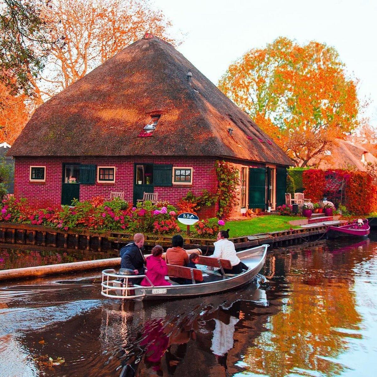 Giethoorn χωριό Ολλανδίας σπίτι σε ποτάμι με ιδιαίτερα χρώματα
