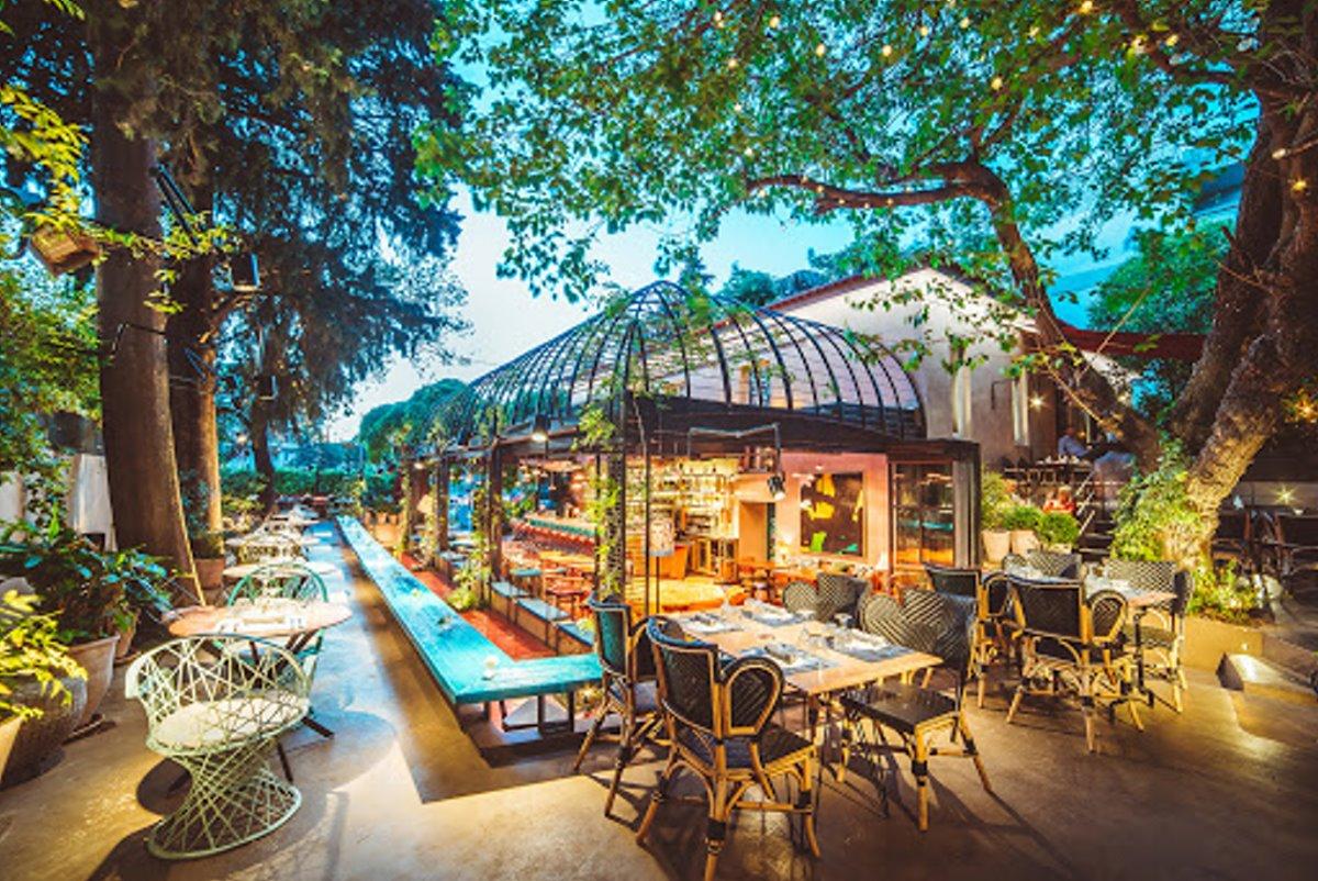 cafes Αθήνα με πράσινο όμορφοι κήποι Artisanal