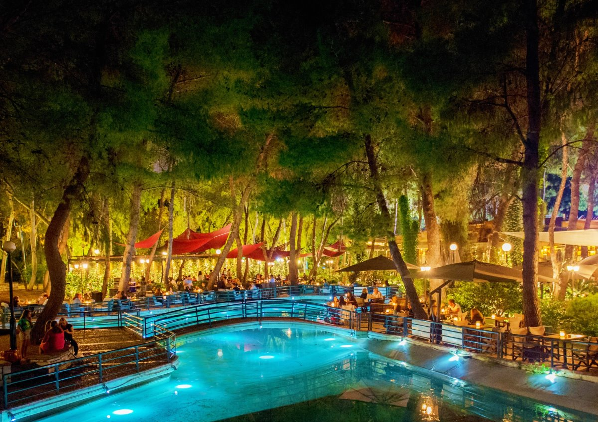 cafes Αθήνα με πράσινο όμορφοι κήποι Piu Verde