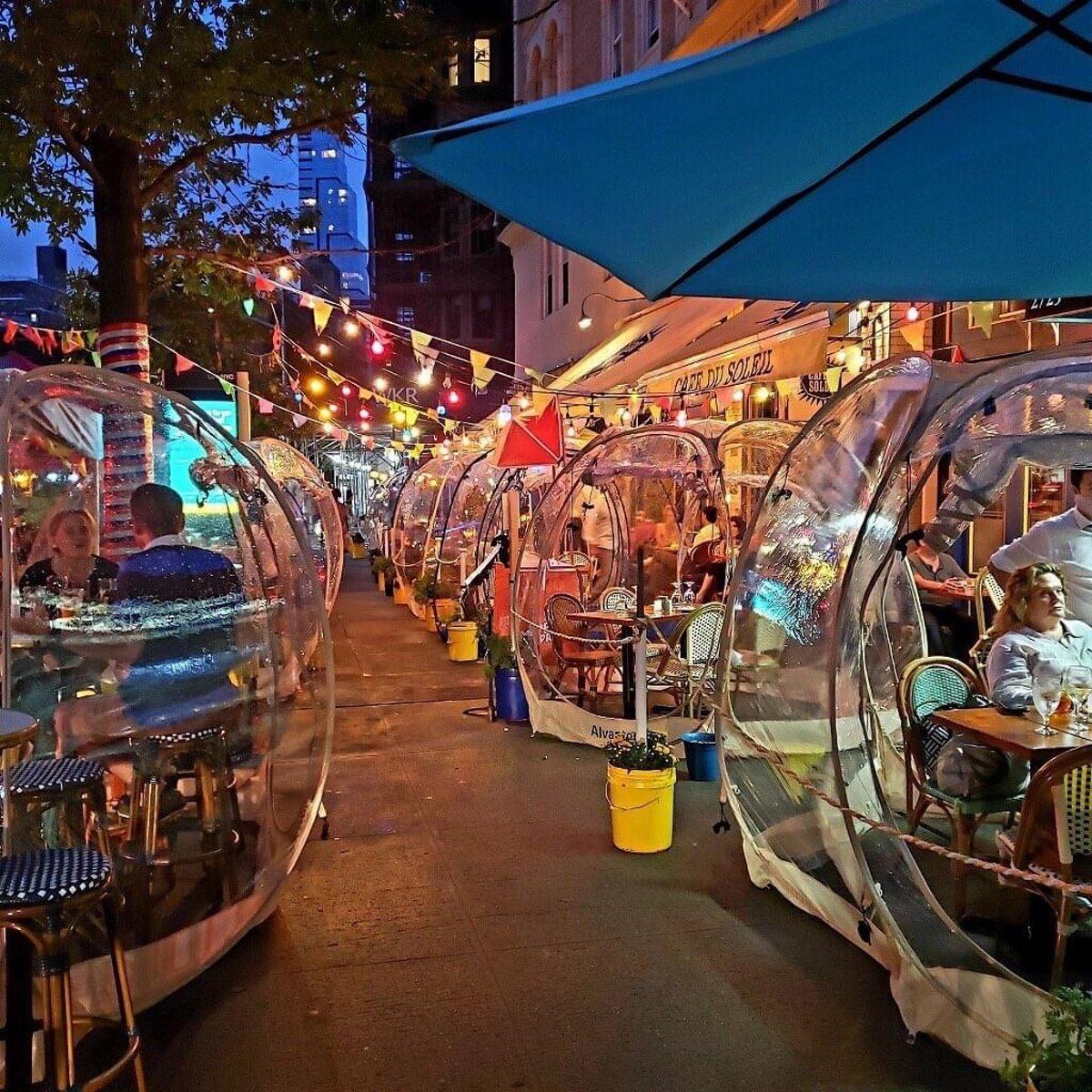 Cafe du Soleil εστιατόρια τον χειμώνα μέσα σε φούσκες το βράδυ