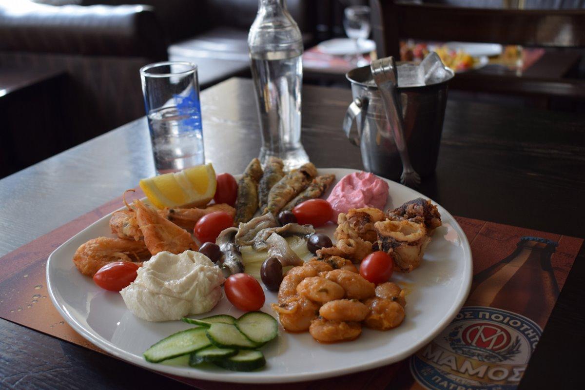 καλύτερα καφενεία Θεσσαλονίκης Πολίτικος Καφενές πιάτα