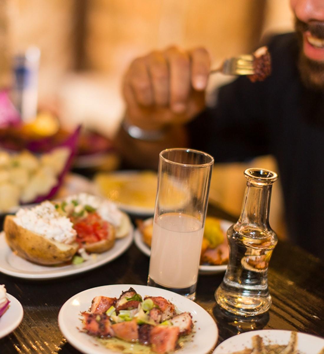καλύτερα καφενεία Θεσσαλονίκης Καφενείο Πύργος πιάτα