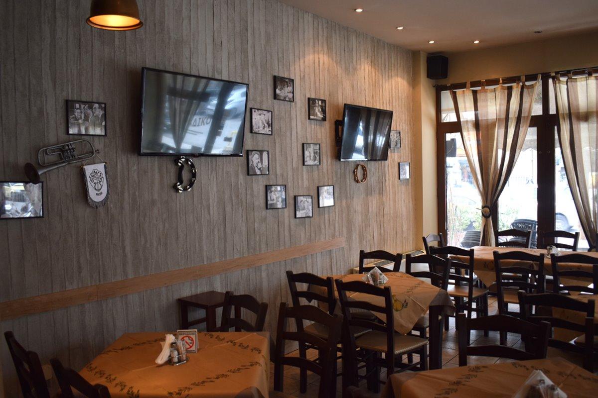 καλύτερα καφενεία Θεσσαλονίκης Καφενείο της Βίκυς εσωτερικός χώρος