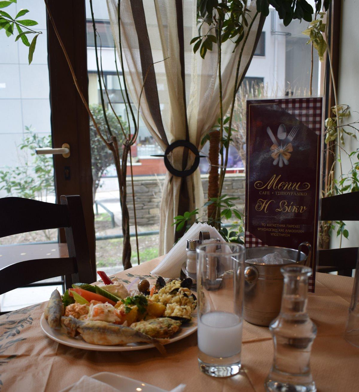καλύτερα καφενεία Θεσσαλονίκης Καφενείο της Βίκυς πιάτα