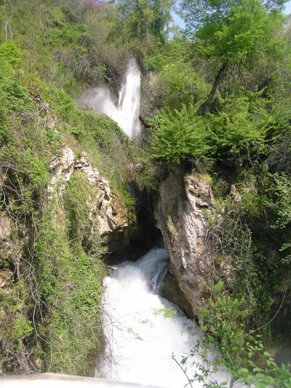 Ο καταρράκτης του ποταμού της Αράπιτσας