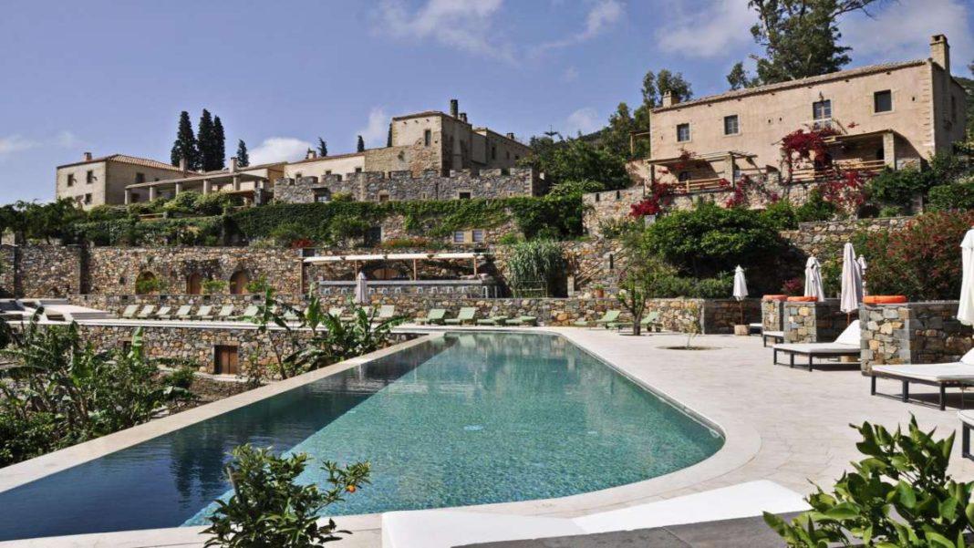 kinsterna ξενοδοχείο κάστρο πισίνα