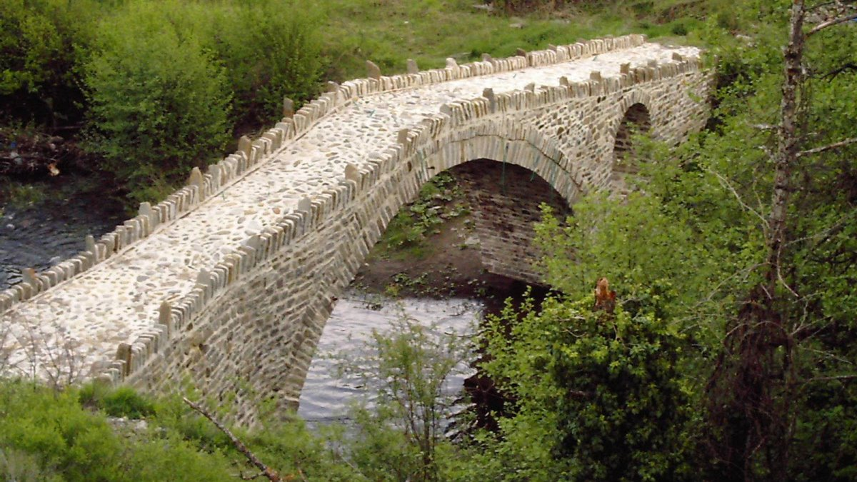 Η Κρανιά στα Γρεβενά με όμορφα γεφύρια στη φύση και υπέροχο ξενώνα