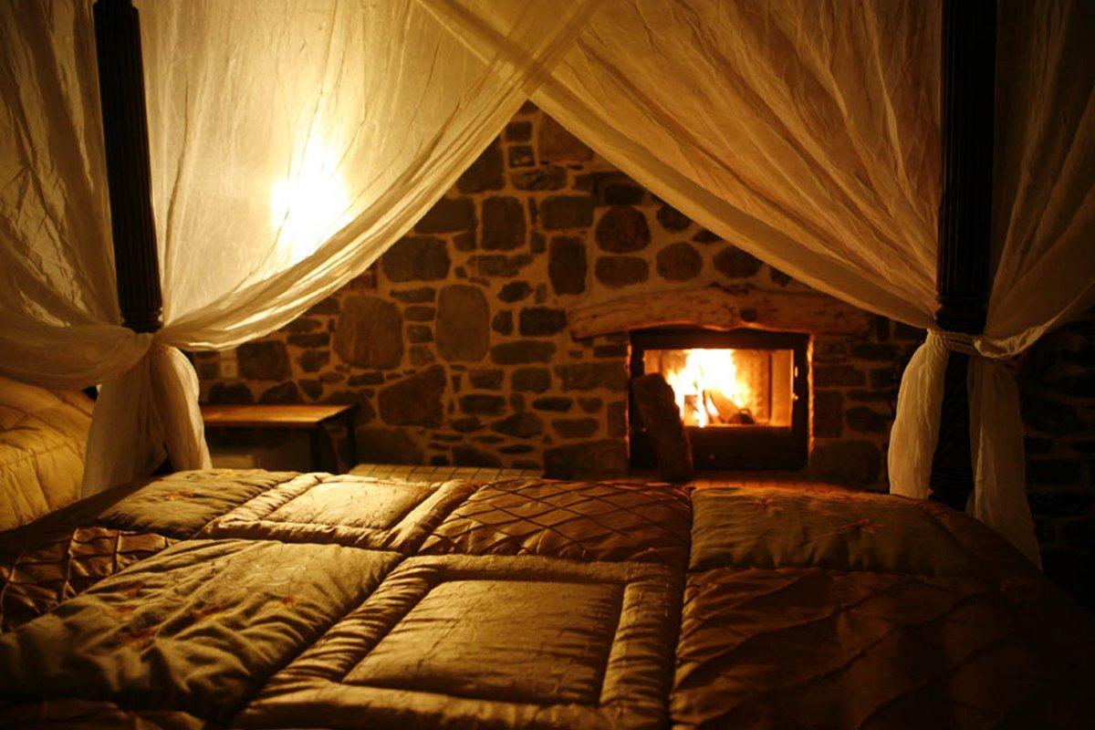 Η Κρανιά στα Γρεβενά με ξενώνα με δωμάτιο με τζάκι