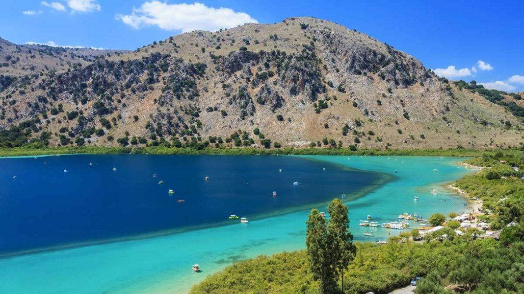 Λίμνη Κουρνά Κρήτη τιρκουάζ νερά