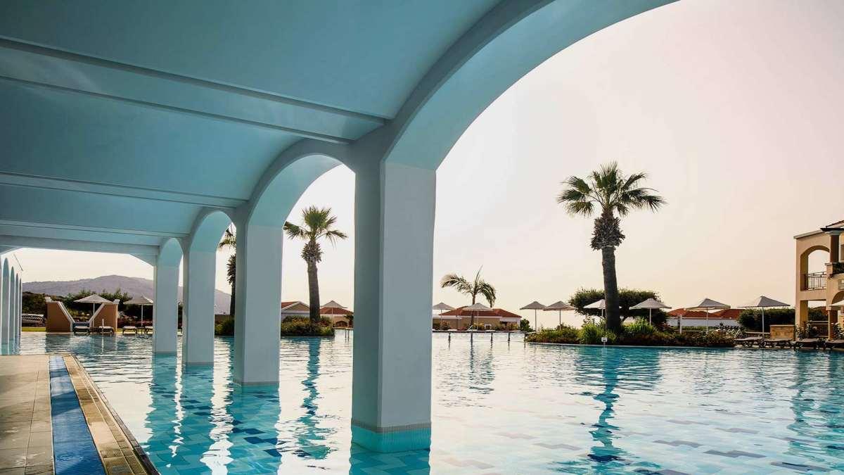 Ξενοδοχείο πισίνα φοίνικες