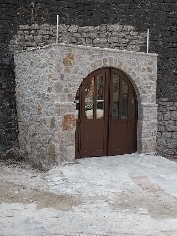 Λουτρά Σμοκόβου, είσοδος