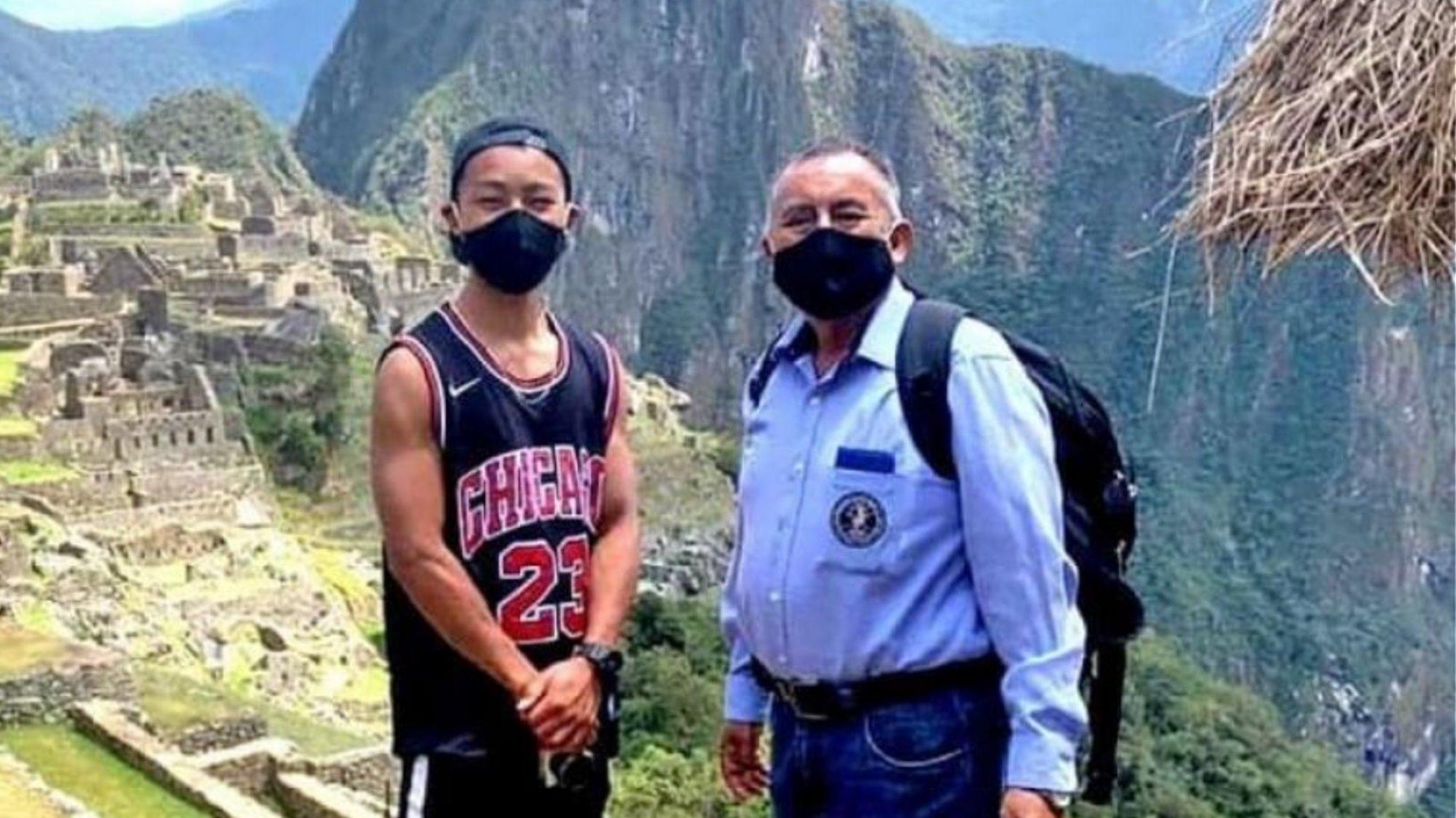Μάτσου Πίτσου άνοιξε για έναν τουρίστα μαζί με τον υπεύθυνο του χώρου