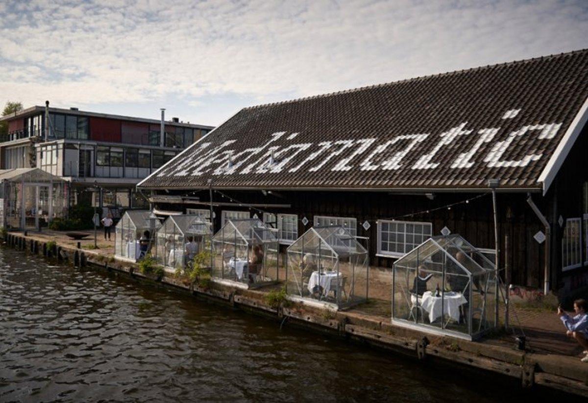 Εστιατόρια χειμώνας Mediamatic Αμστερνταμ με σπιτάκια