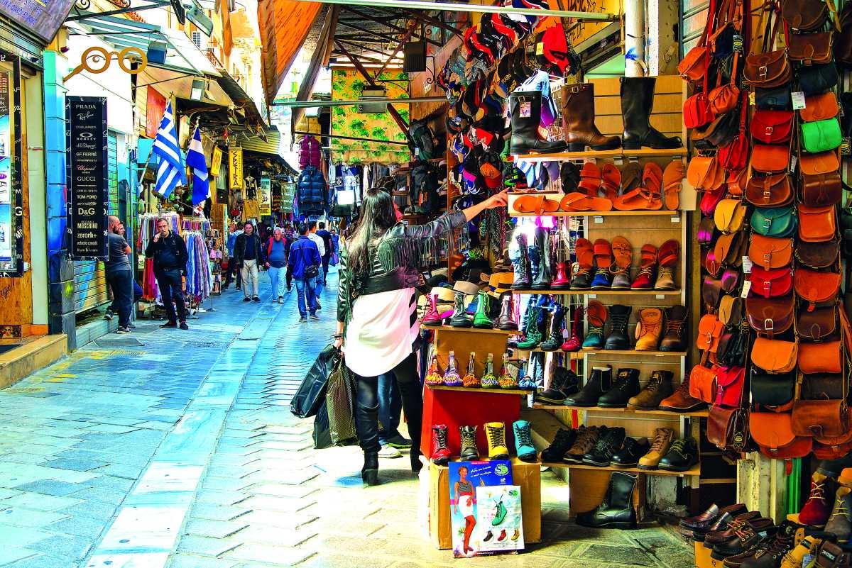 Πεζόδρομος Μοναστηράκι, μαγαζιά με ρούχα και παπούτσια