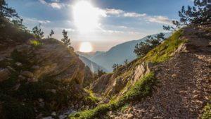 Φαράγγι του Ενιπέα, Όλυμπος: Οδοιπορικό στα μονοπάτια των θεών…