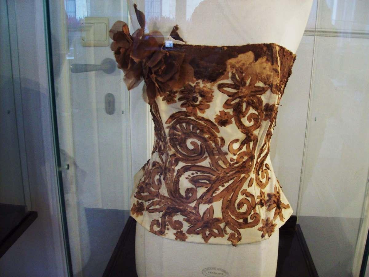 Ρούχο φτιαγμένο από σοκολάτα στο μουσείο κακάο και σοκολάτας