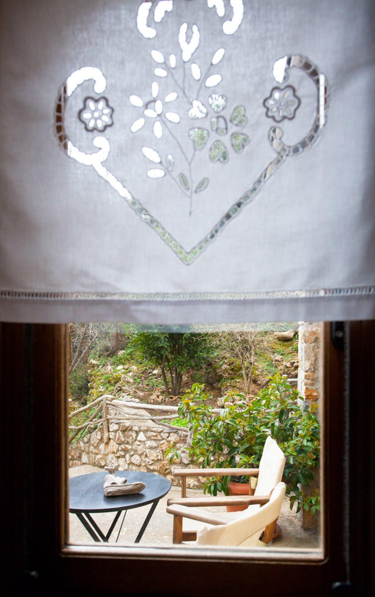 Ξενώνας Μπελλαίικο Στεμνίτσα θέα μέσα από παράθυρο