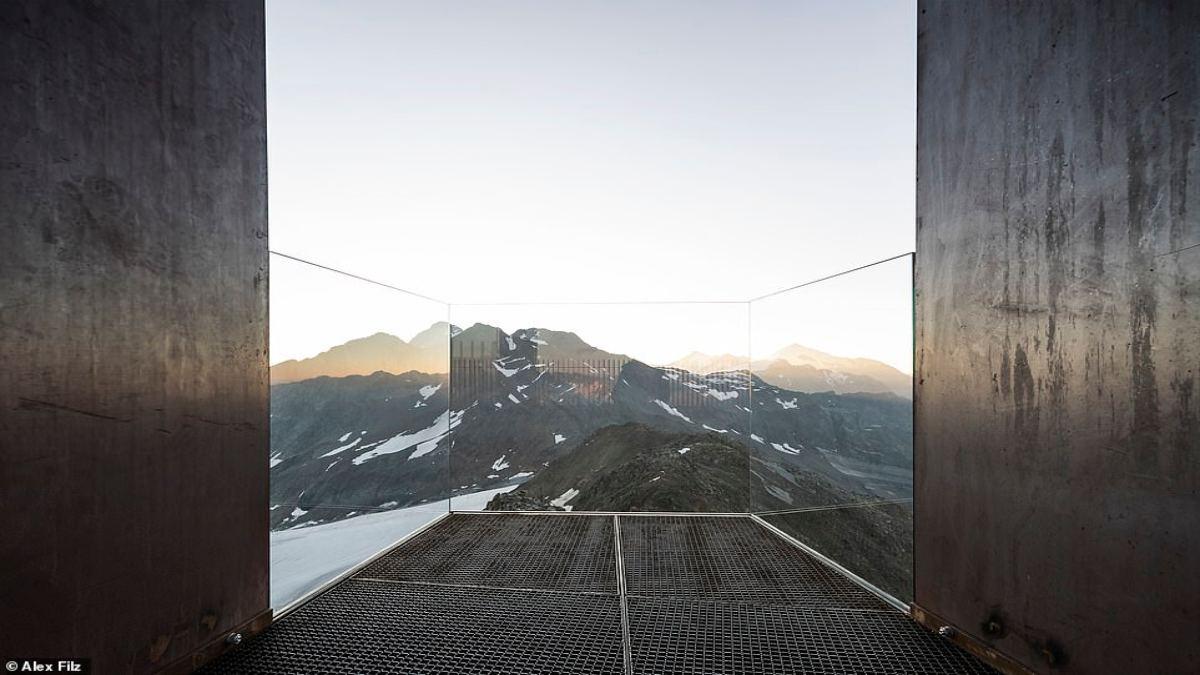 Otzi Peak πλατφόρμα παρατήρησης Άλπεις θέα από το γυάλινο μπαλκόνι