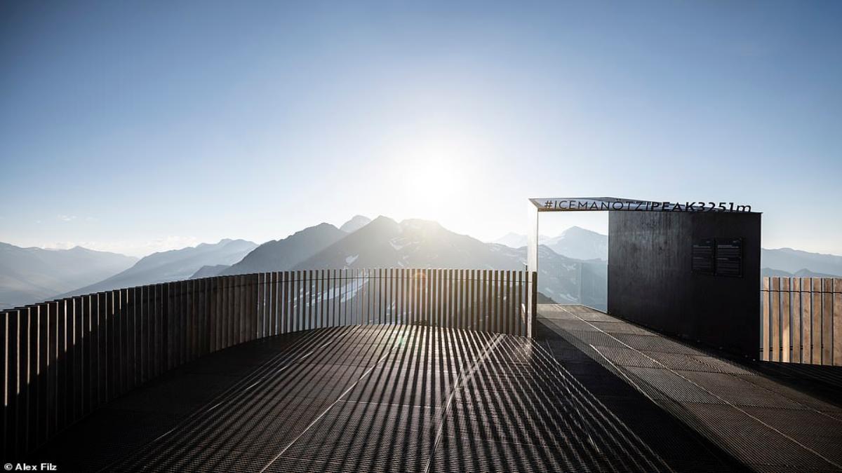 Otzi Peak πλατφόρμα παρατήρησης Άλπεις κατασκευή από πίσω
