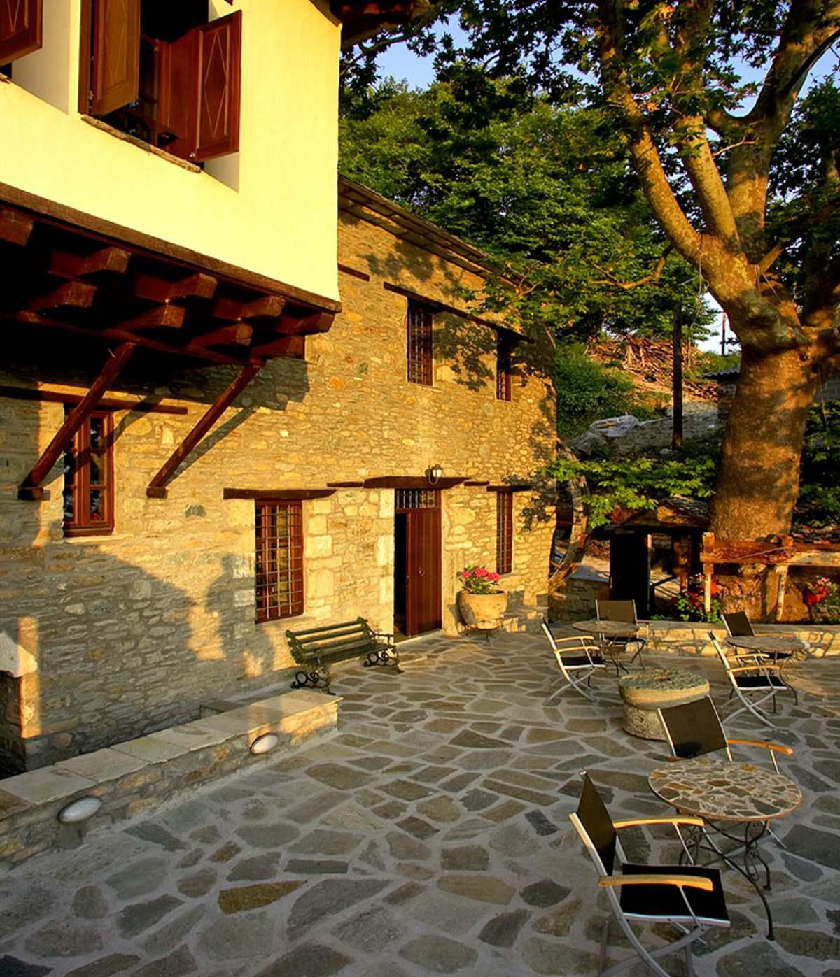 Palio Eleotrivio Guesthouse αυλή