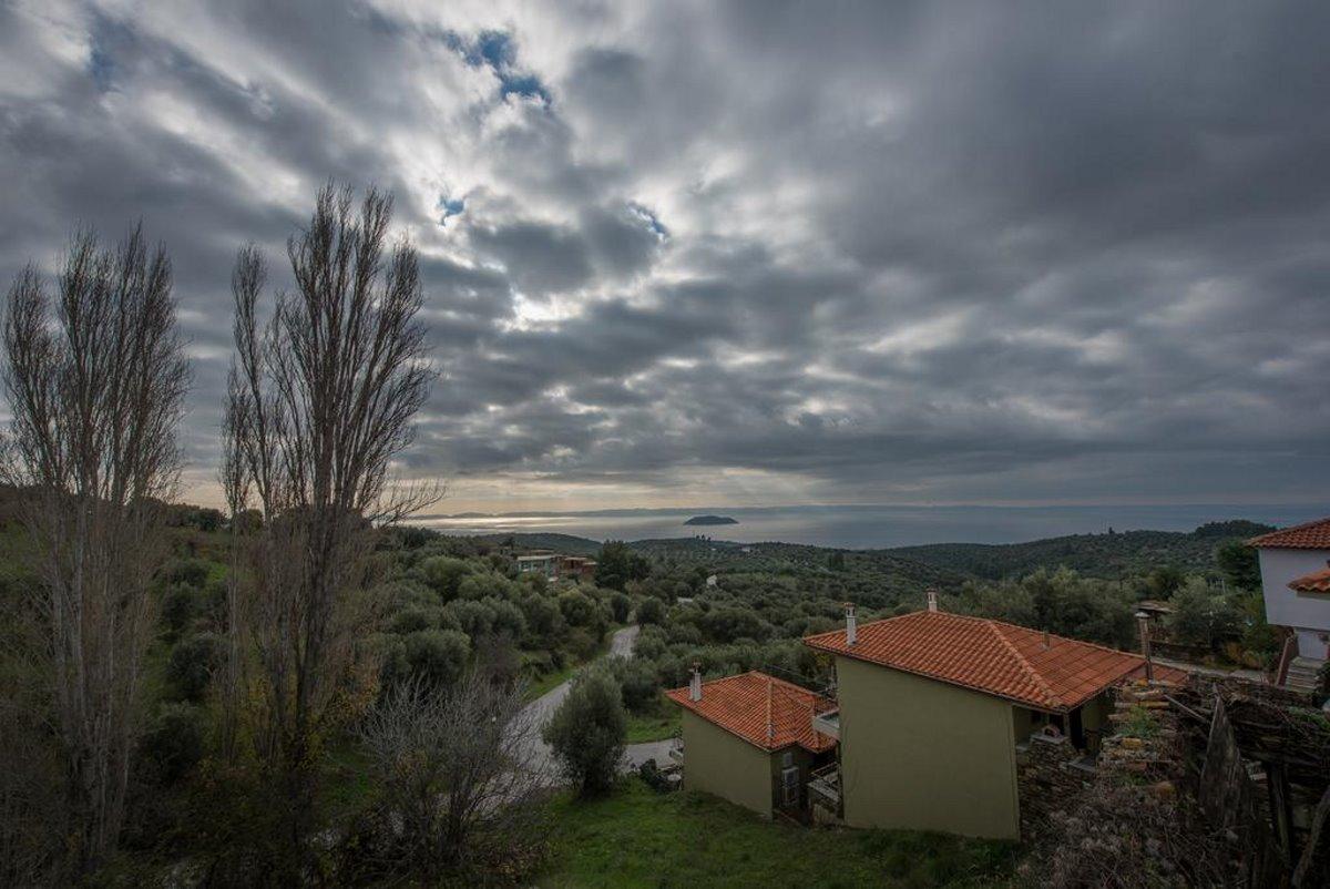 Παρθενώνας χωριό Χαλκιδικής με υπέροχη θέα από ψηλά το φθινόπωρο
