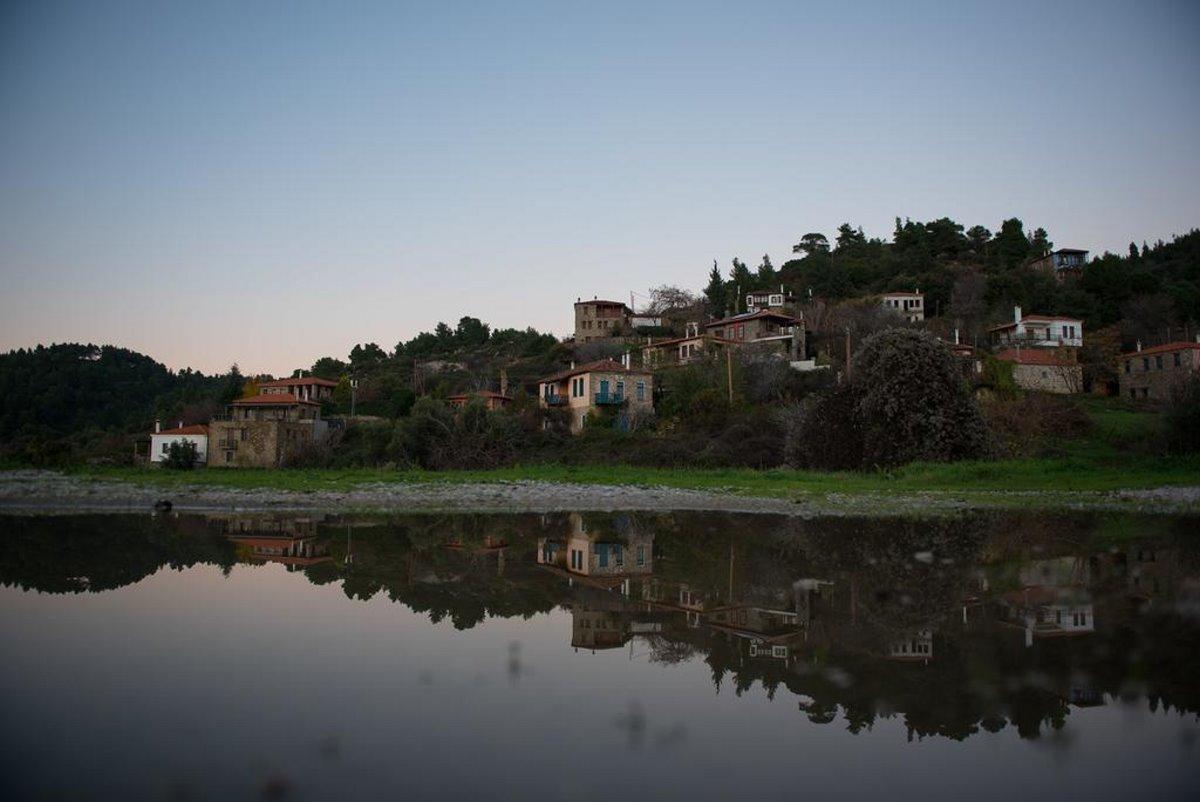Παρθενώνας χωριό Χαλκιδικής με γραφικά σπιτάκια κοντά στη Θεσσαλονίκη