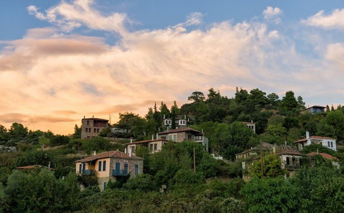 Παρθενώνας χωριό Χαλκιδικής μέσα στο πράσινο