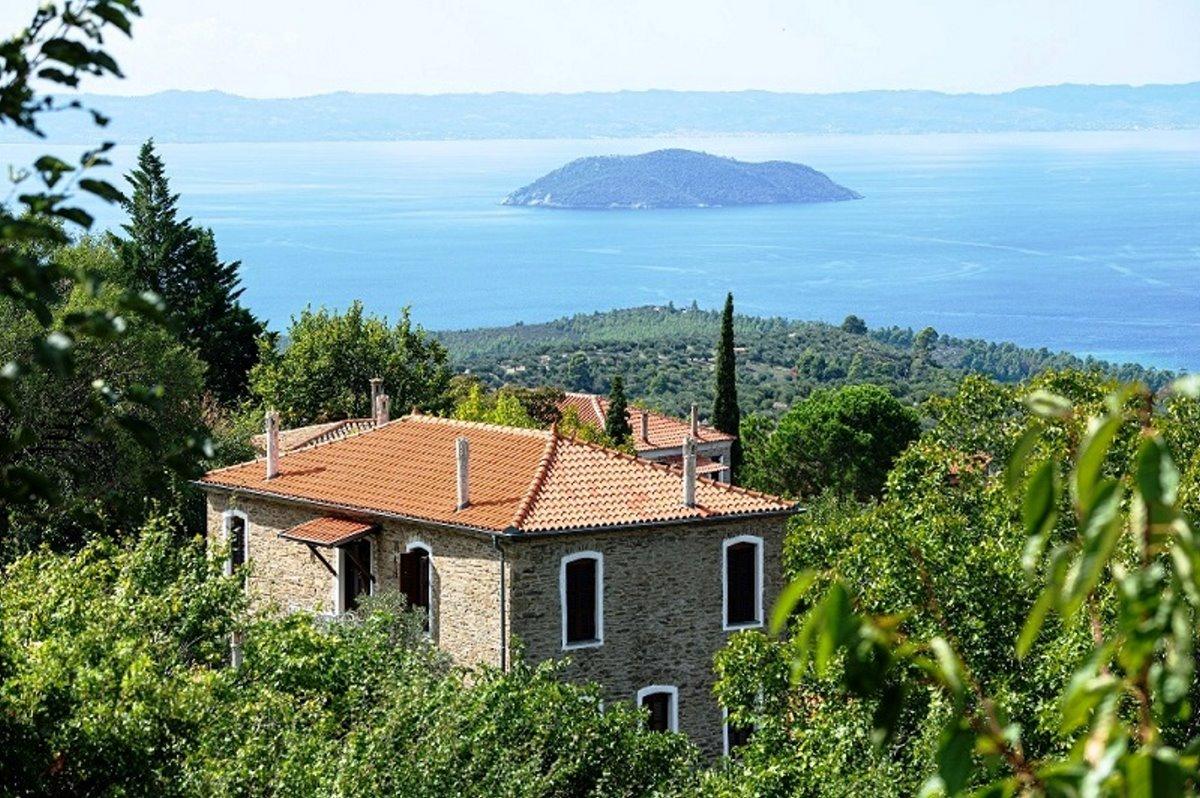 Παρθενώνας χωριό Χαλκιδικής με υπέροχη θέα στη θάλασσα