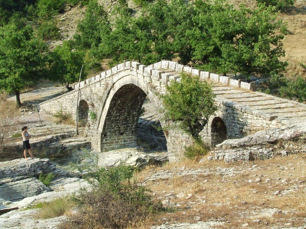 Πωγώνι ακριτικό χωριό Ηπείρου πέτρινο γεφύρι