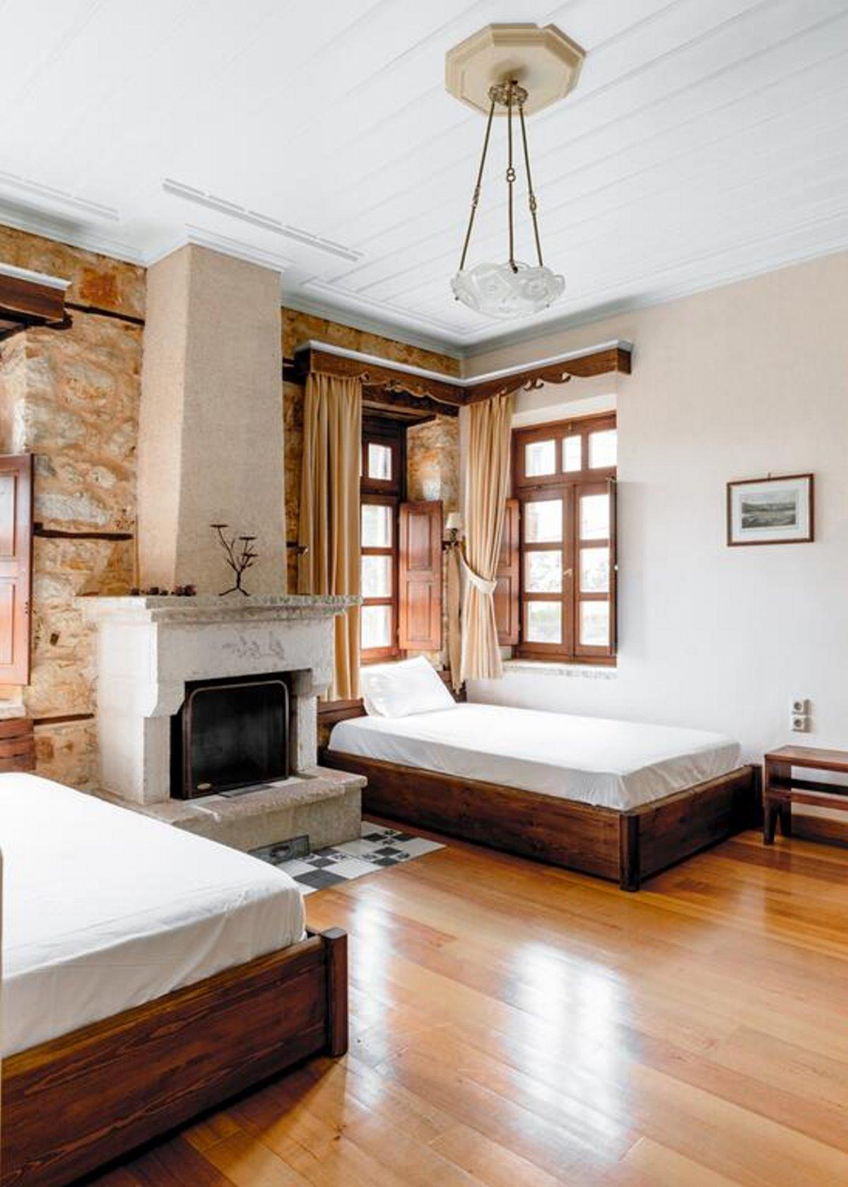 Πωγώνι ακριτικό χωριό Ηπείρου Paeonia Suites δωμάτιο με τζάκι