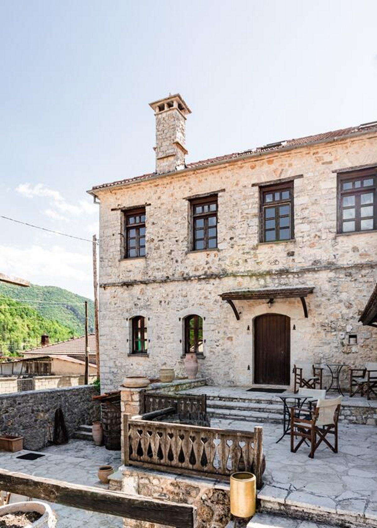 Πωγώνι ακριτικό χωριό Ηπείρου Paeonia Suites είσοδος