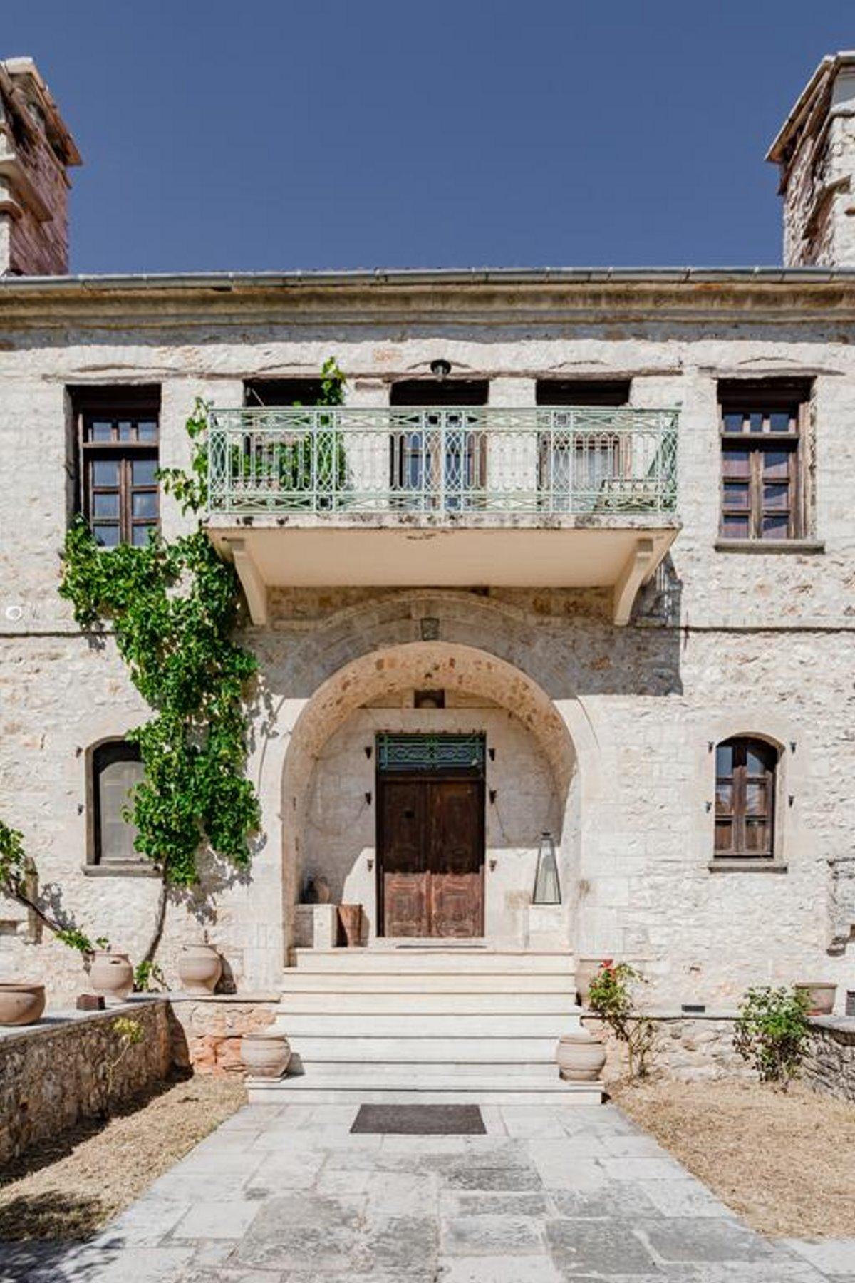 Πωγώνι ακριτικό χωριό Ηπείρου Paeonia Suites κεντρική είσοδος