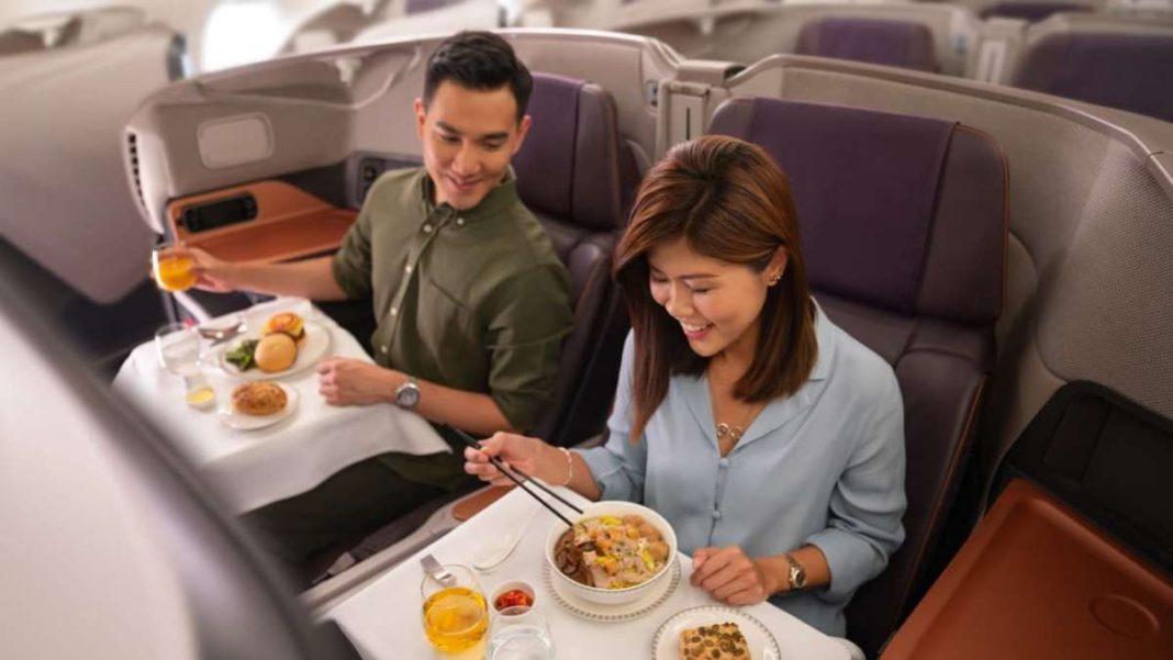 Pop-up εστιατόριο μέσα σε jumbo από την Singapore Airlines με τους επιβάτες να απολαμβάνουν το γεύμα τους