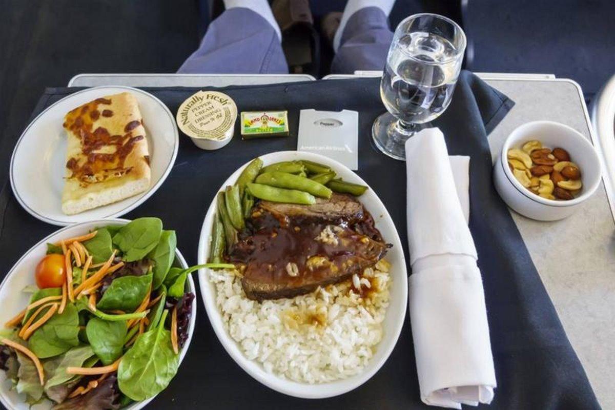 Pop-up εστιατόριο μέσα σε jumbo από την Singapore Airlines προσφέρει στους επισκέπτες φαγητό αεροπλάνου