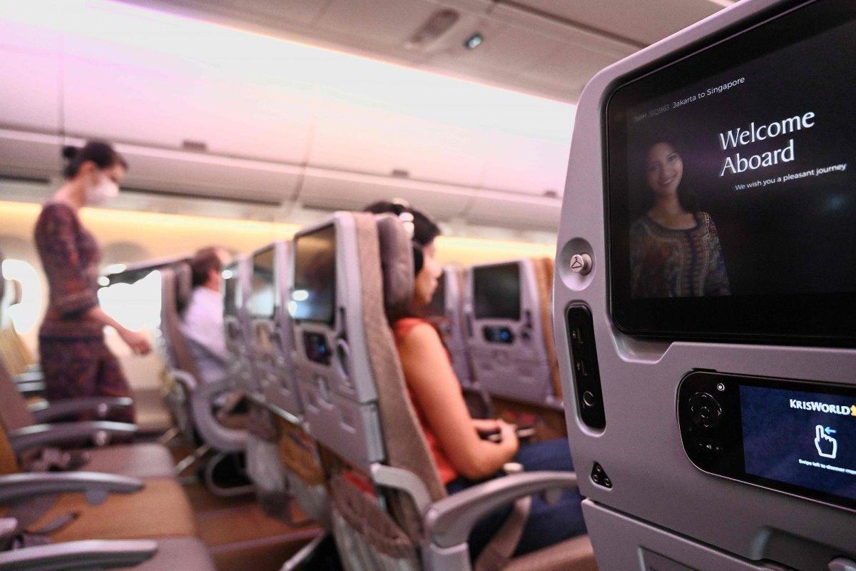 Pop-up εστιατόριο μέσα σε jumbo από την Singapore Airlines με τους επιβάτες στην καμπίνα
