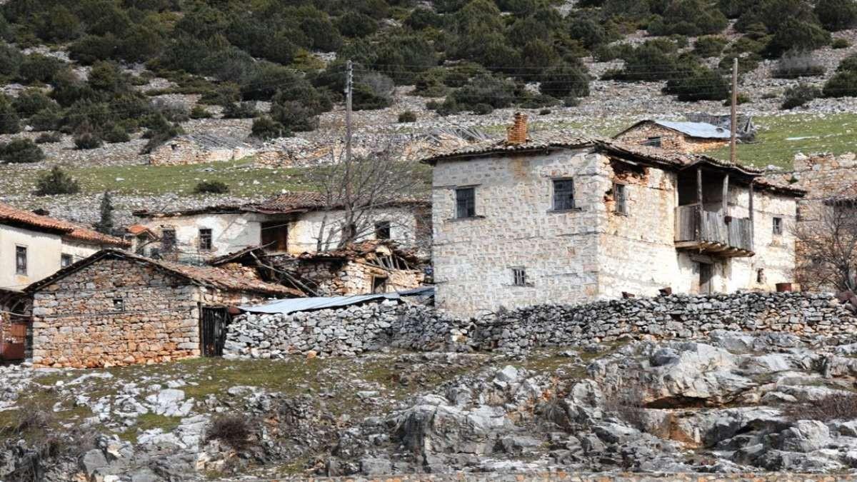 Ψαράδες Μεγάλη Πρέσπα κοντινό πέτρινα σπίτια