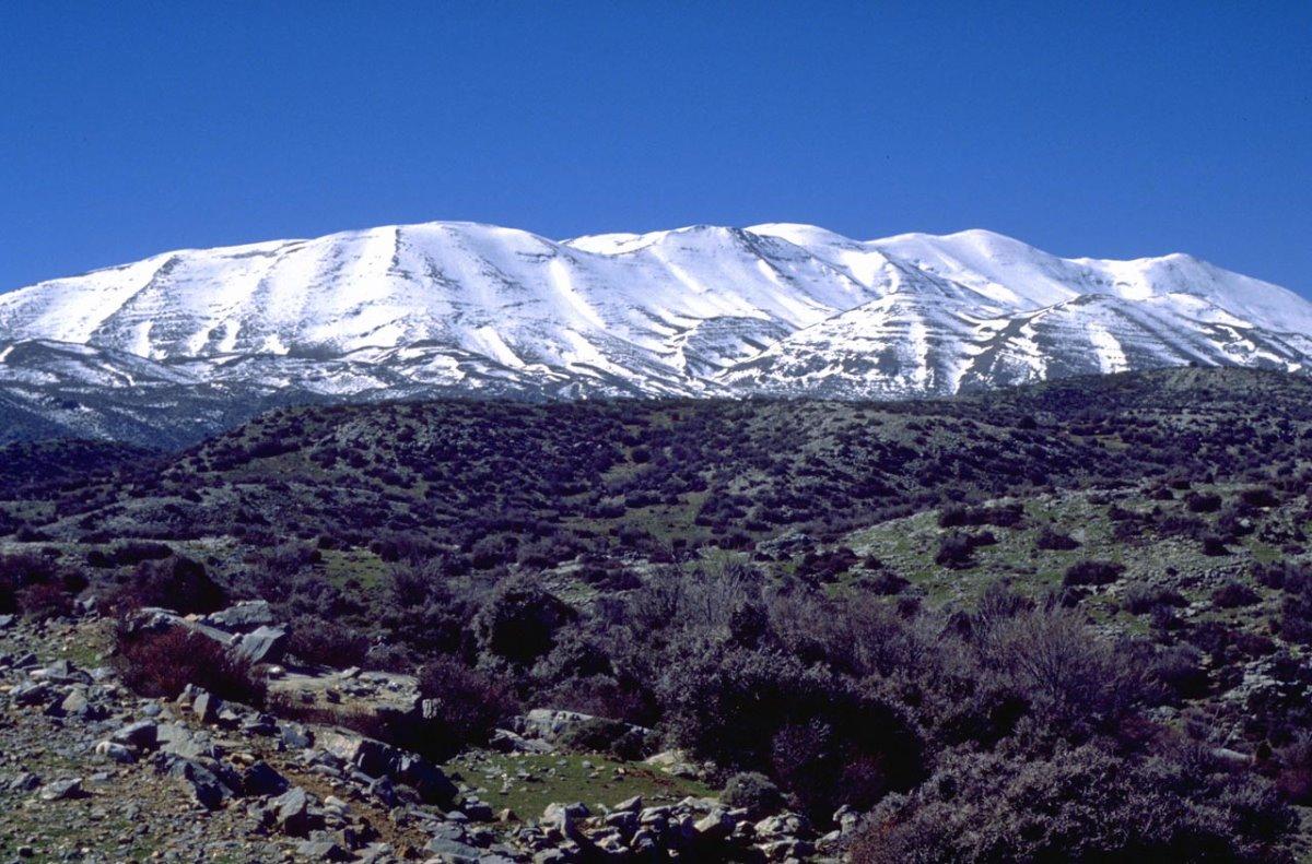 Ψηλορείτης ταξίδι σε 6 βουνά της Ελλάδας με χιόνια