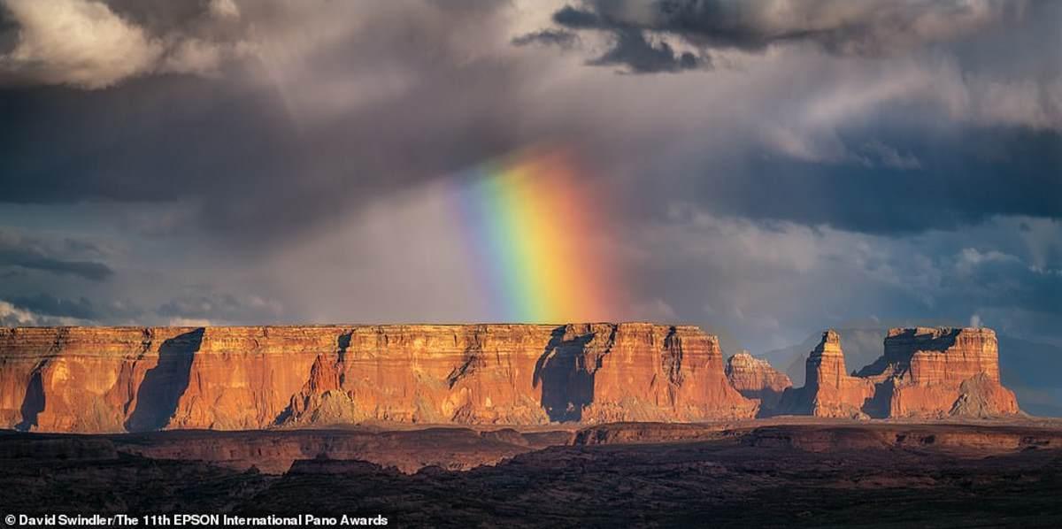 Ο Αμερικανός φωτογράφος Ντέιβιντ Σουίντλερ βρίσκεται πίσω από αυτήν την εκπληκτική εικόνα ενός ουράνιου τόξου στη Γιούτα