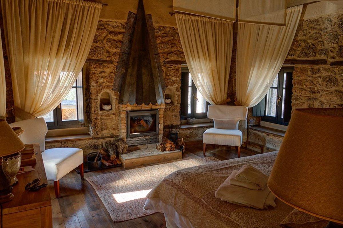 Σελιάνα χωριό στα ορεινά Αιγείρας διαμονή σε eco ξενώνα σε δίκλινο δωμάτιο με τζάκι