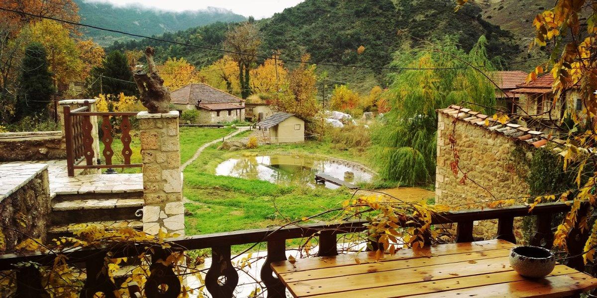 Σελιάνα χωριό στα ορεινά Αιγείρας διαμονή σε eco ξενώνα κήπος