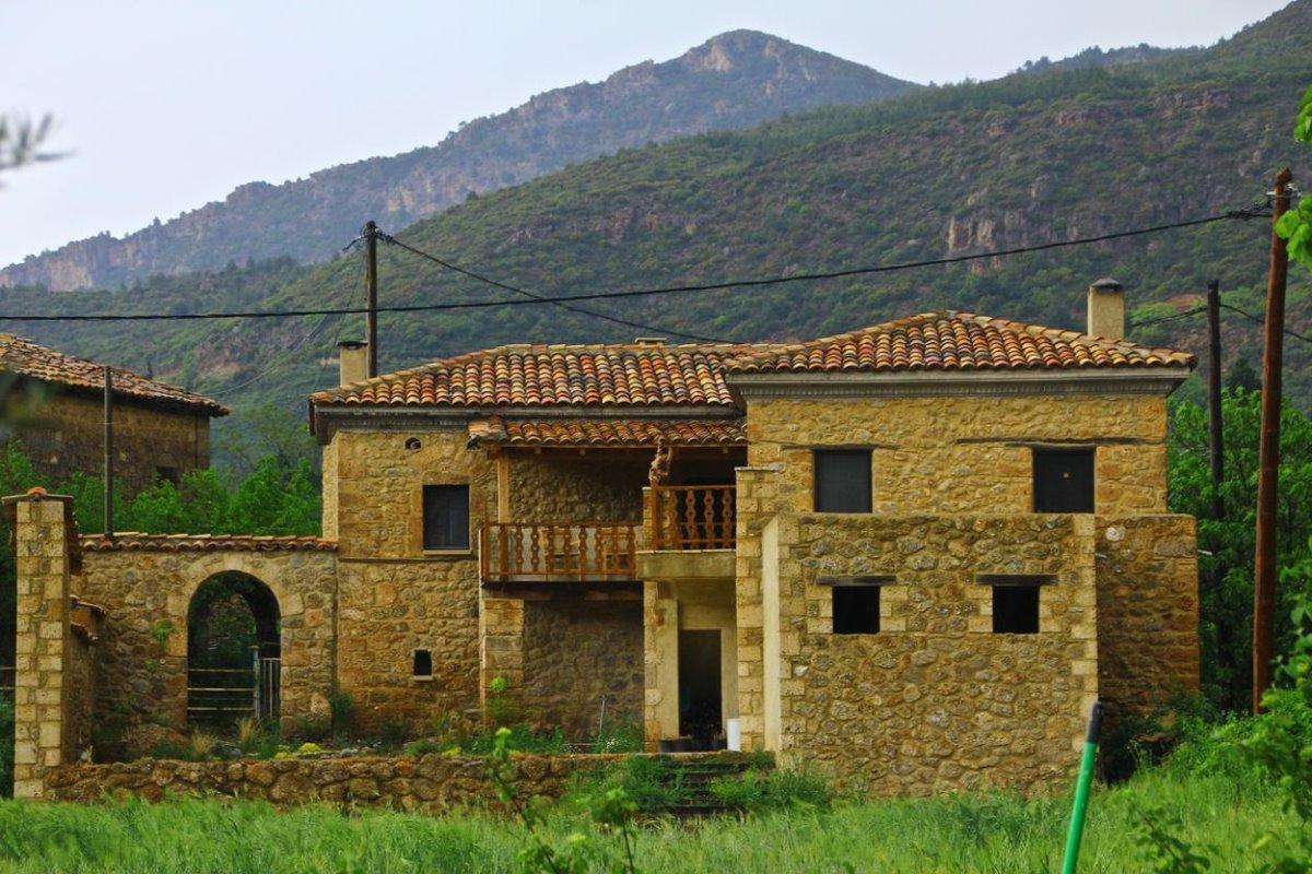 Σελιάνα χωριό στα ορεινά Αιγείρας διαμονή σε eco ξενώνα πέτρινη κατοικία
