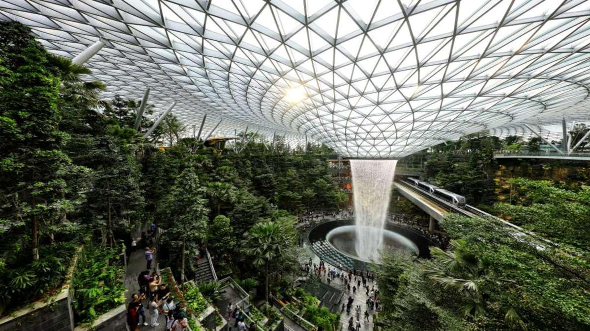 αεροδρόμιο σιγκαπούρης jewel κοντινό