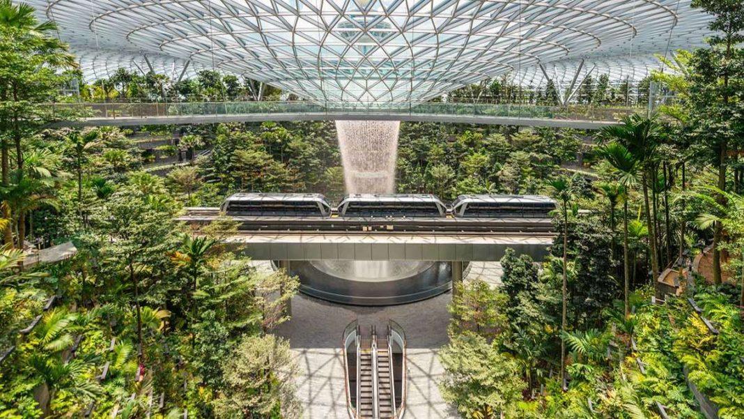 αεροδρόμιο Σιγκαπούρη καταρράκτης τρενάκι