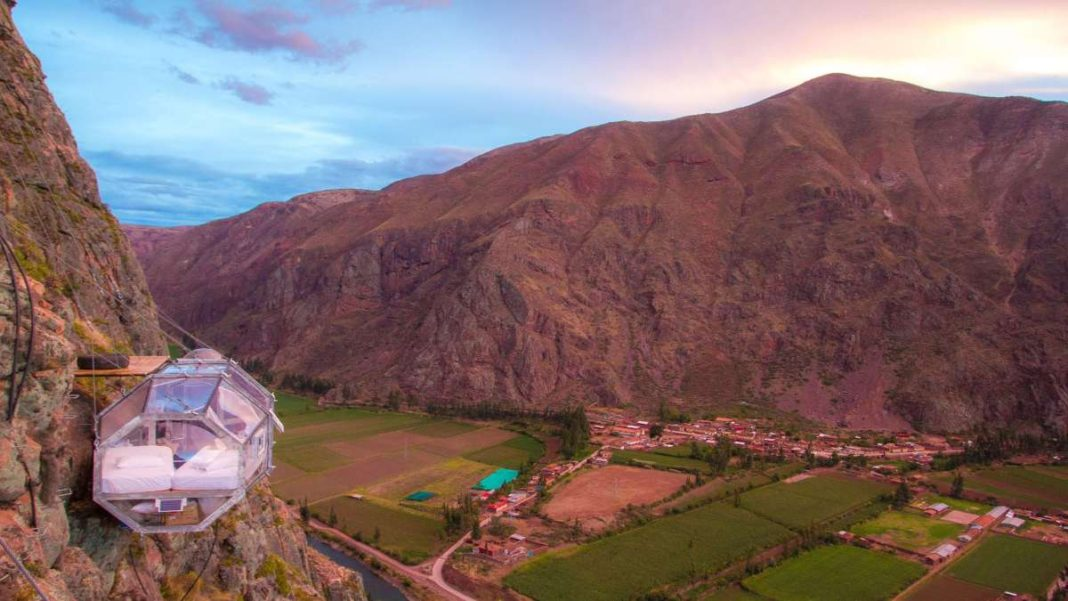 Skylodge ξενοδοχείο Περού κρέμεται στα βράχια θέα υπέροχη