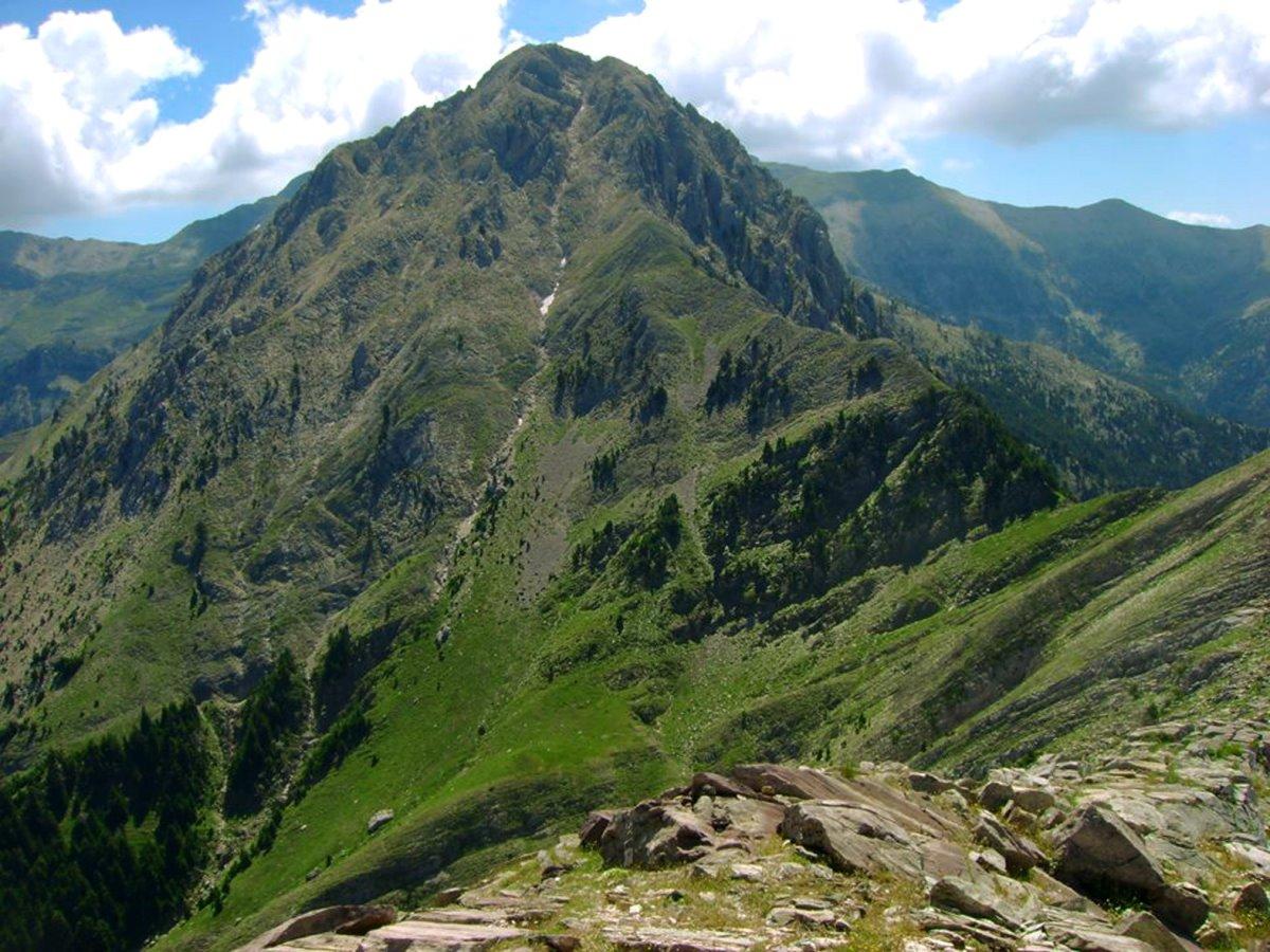 Ταυγετος ταξίδι σε 6 βουνά της Ελλάδας καταπράσινο τοπίο