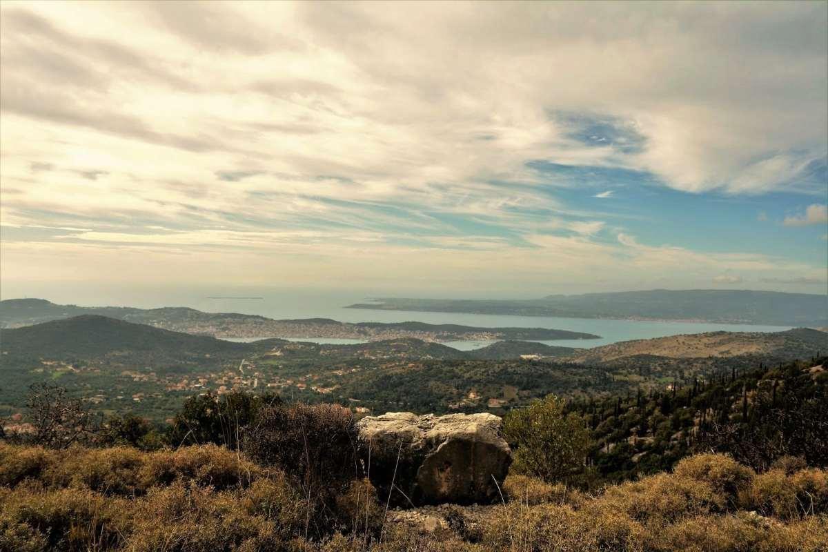Υπέροχη θέα από ψηλά ξενώνες Ελλάδα