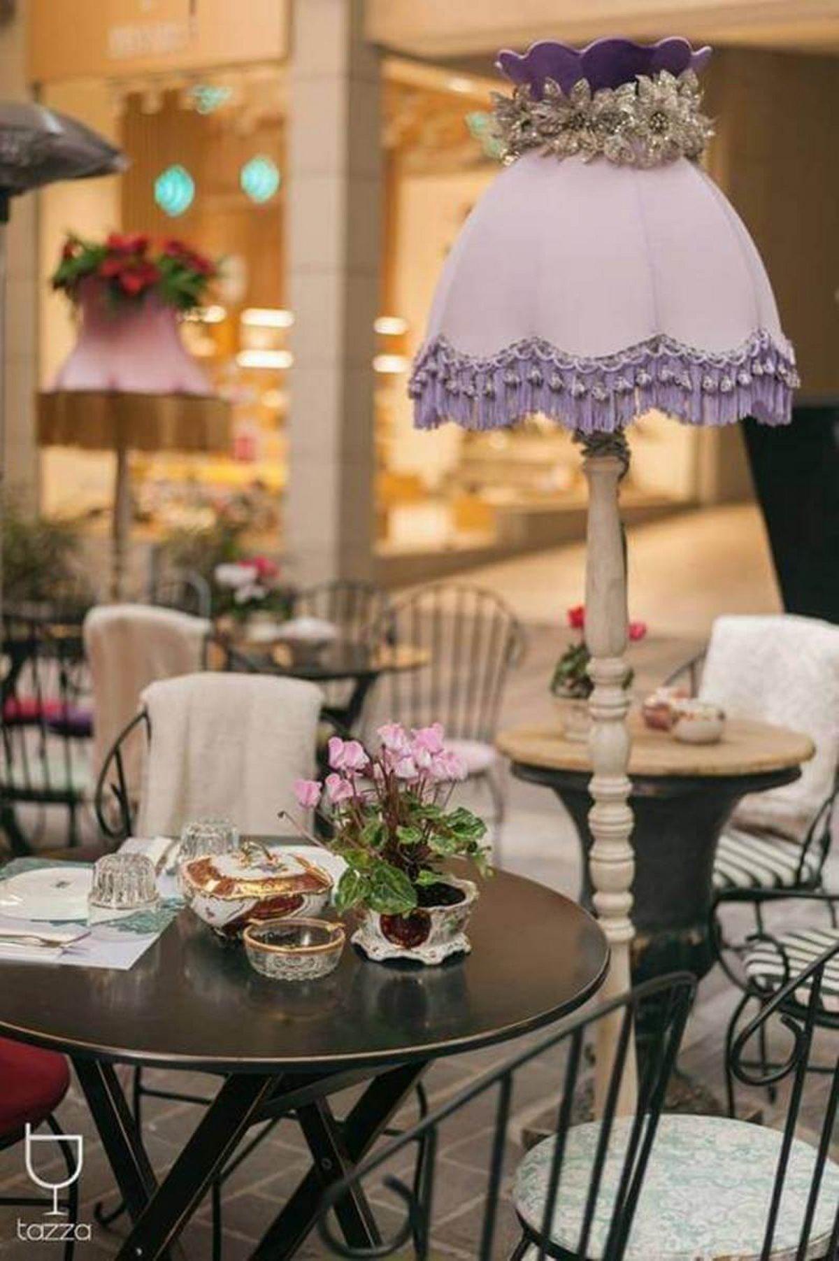 Θεματικό cafe Αθήνα Tazza λεπτομέρεια τραπέζι